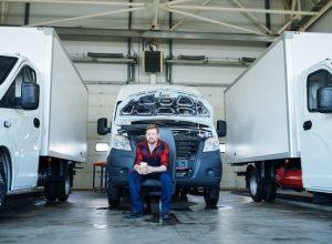 car-service-technician-2U7PKJX